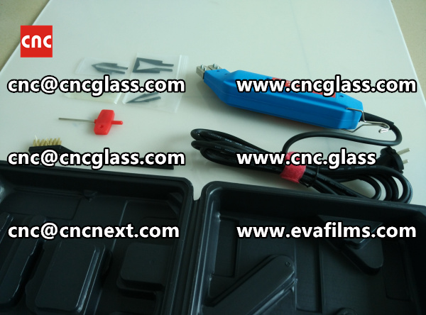 HEATING HOT KNIFE TRIMMING LAMINATED GLASS INTERLAYER REMAINS (7)